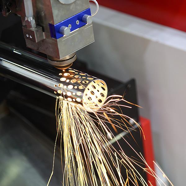 Výrez otvorov laserom do nerezovej trubky | Tubelaser.sk